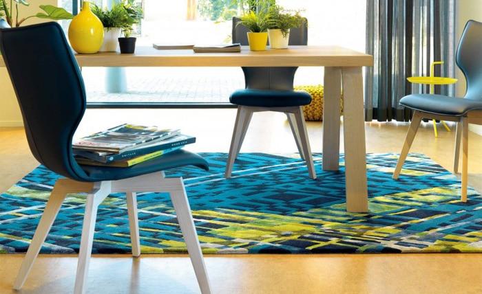 tapis-design-en-laine-de-nouvelle-zelande-et-viscose-bleu-criss-cross-arte-espina