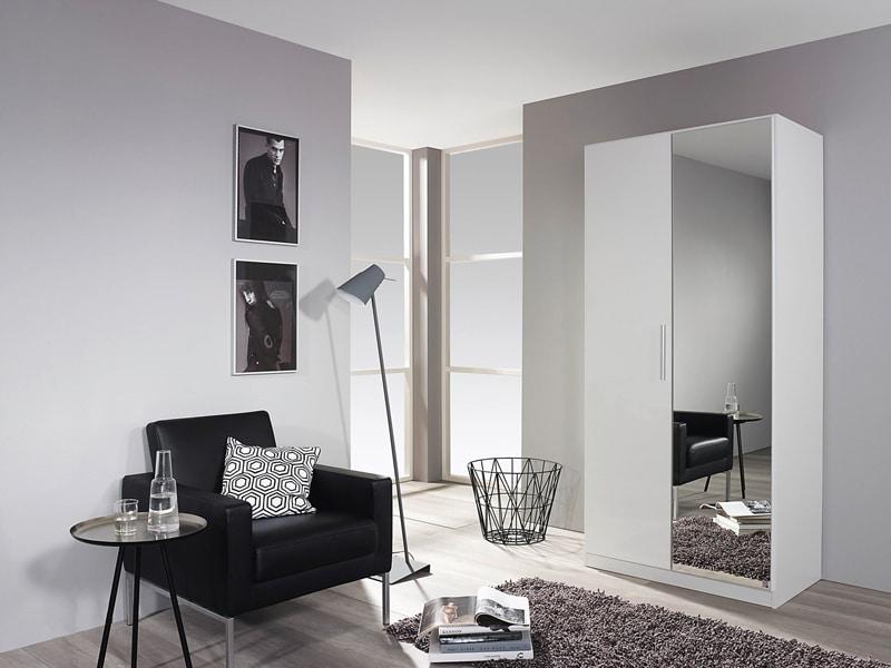 une-entree-elegante-tout-en-noir-et-blanc