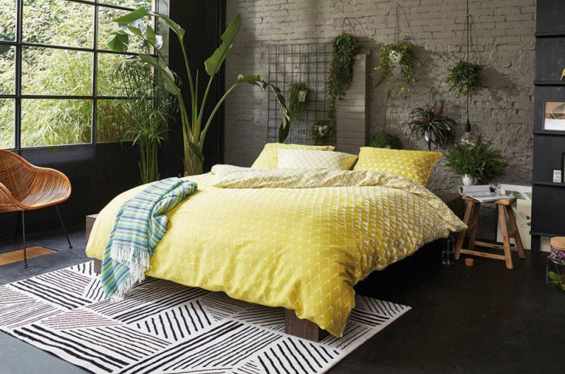 une-tete-de-lit-originale-et-vegetale