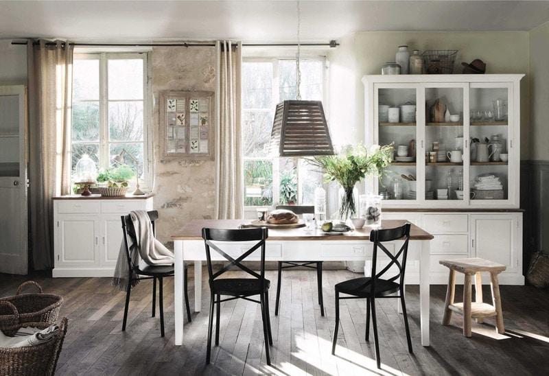 meubles en bois clairs