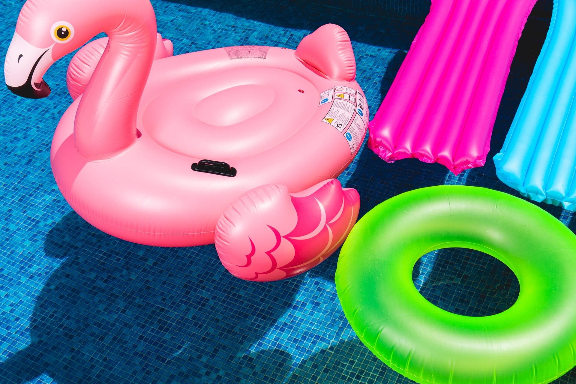 Détente assurée avec les matelas gonflables pour piscine ! - Deladeco.fr badffdb7f14a