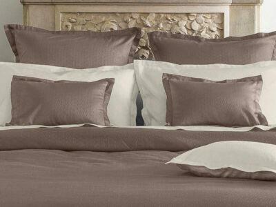 drap de lit haut de gamme de couleur taupe