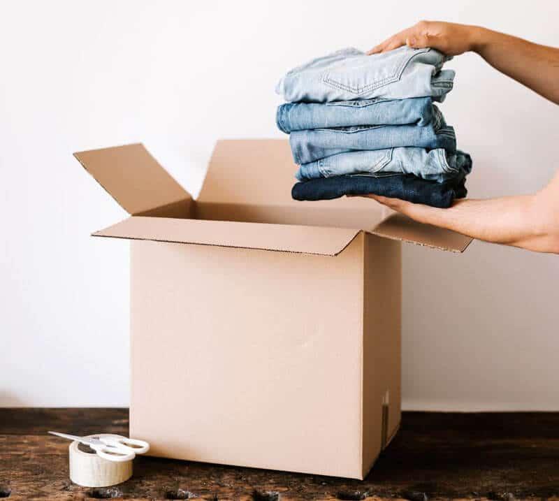 vêtements dans une boite